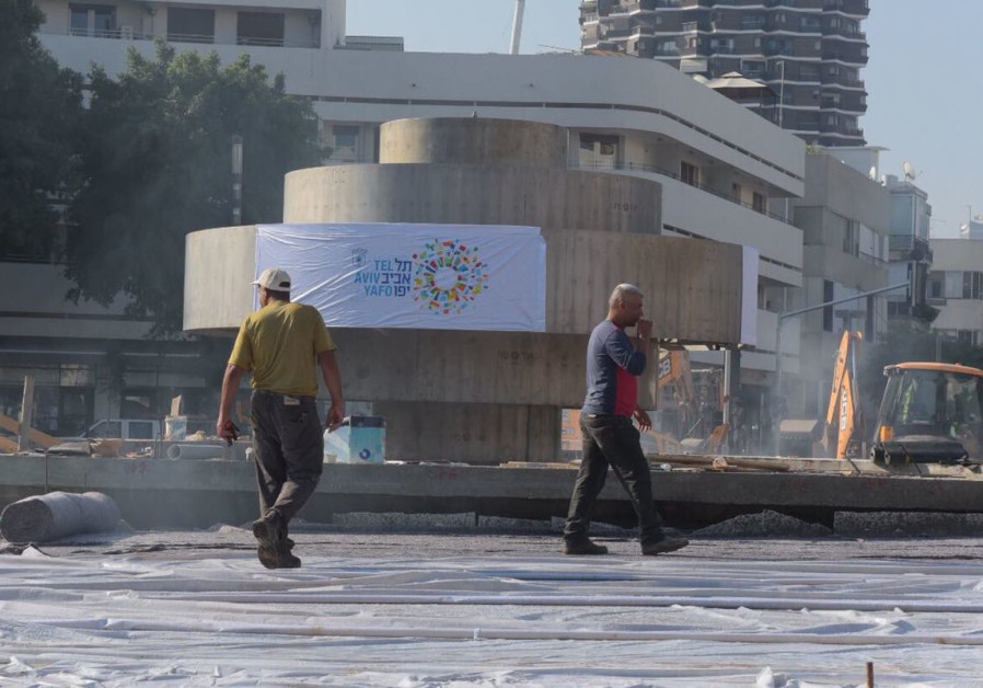 In nighttime operation, Dizengoff Square gets back its fountain