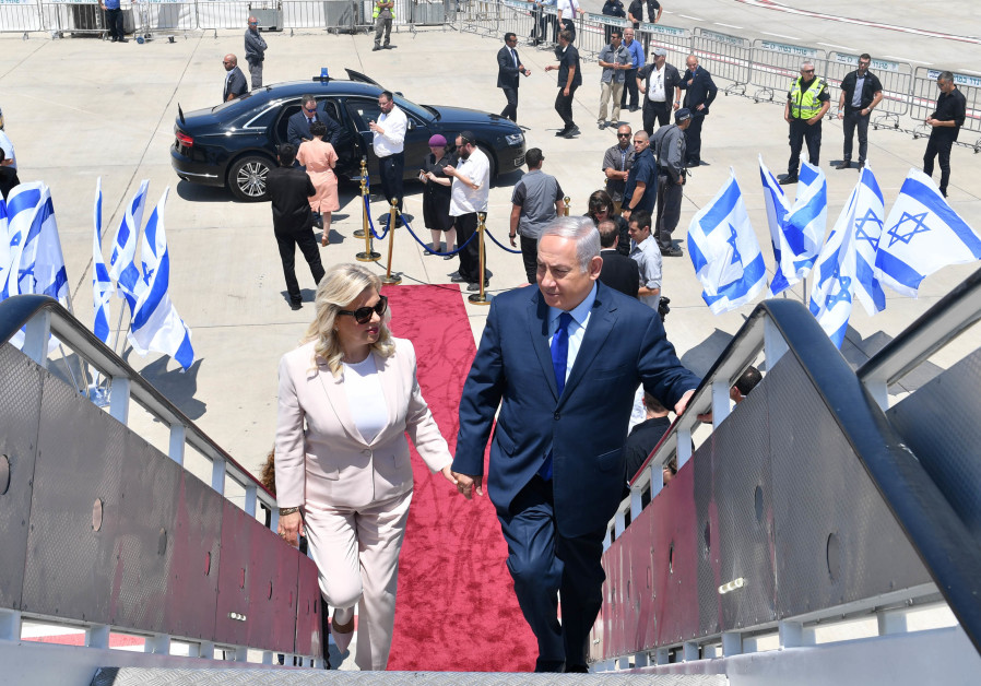 Prime Minister Benjamin Netanyahu and his wife Sarah before leaving for a diplomatic visit to Moscow