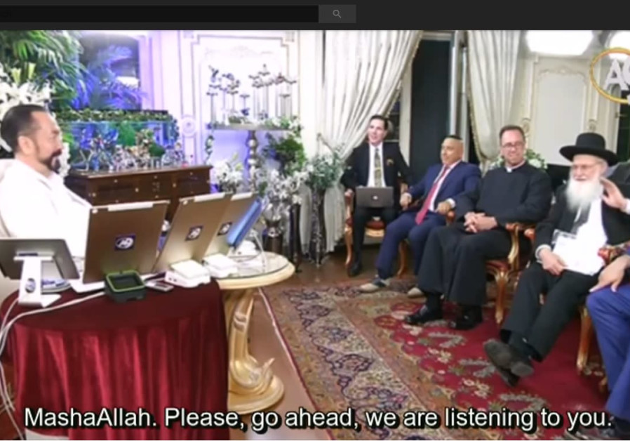 Adnan Oktar (L), in conversation with Rabbi Avraham Sherman (R)