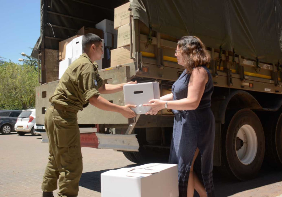 Golan Heights residents donating goods to Syrian refugees, July 11, 2018