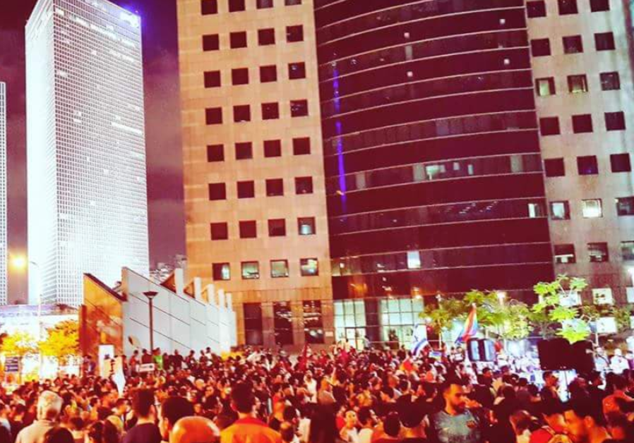 Thousands Protest Knesset's surrogacy bill on Saturday night in Tel Aviv