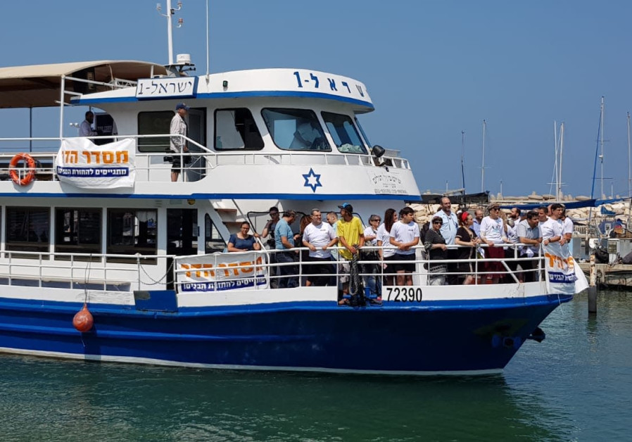 Goldin parents sail toward Gaza in effort to bring son's body home