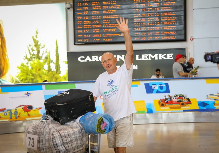 A new immigrant lands in Tel Aviv from the Ukraine