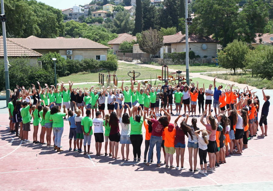 British and Israeli children form the shape of a heart