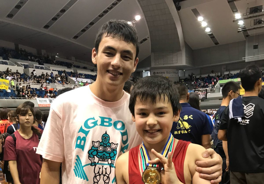 Noah Leibowitz a Japanese Orthodox Jewish wrestler with his first-prize medal to an All-Japan youth