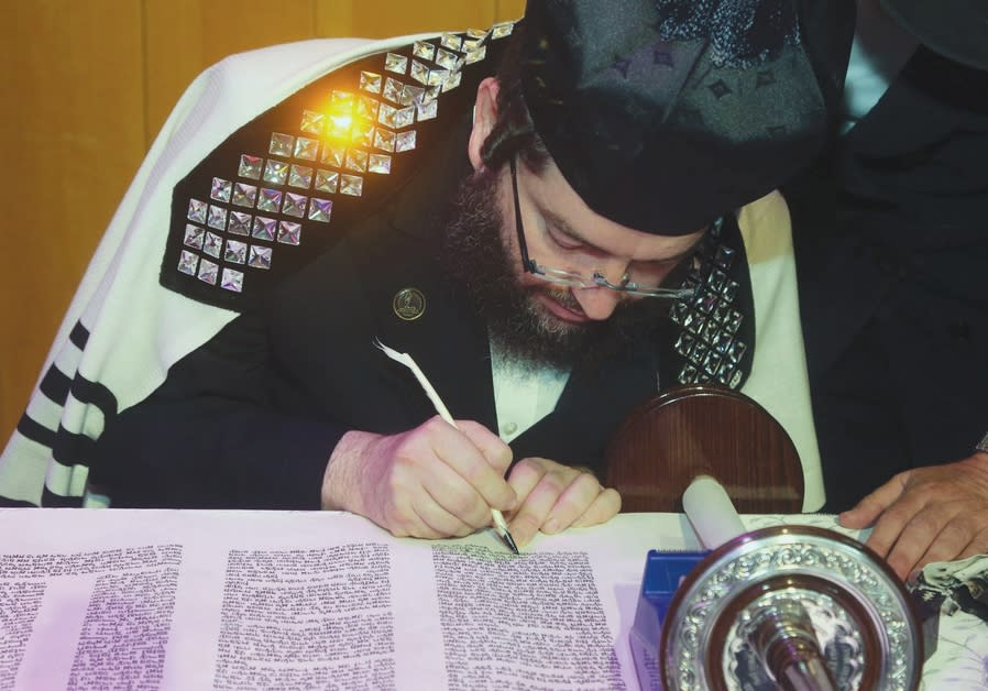 Inscribing a Torah scroll