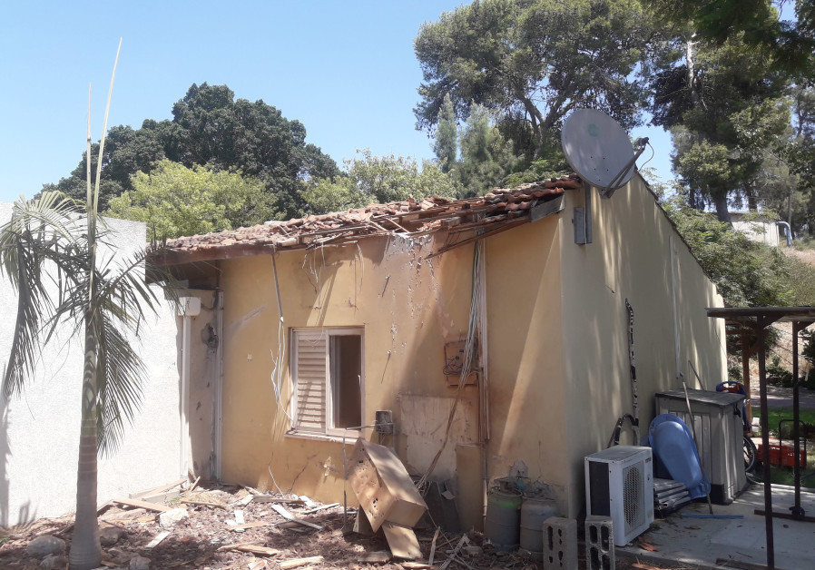 Home which was struck by a rocket overnight in Yad Mordechai, 2018