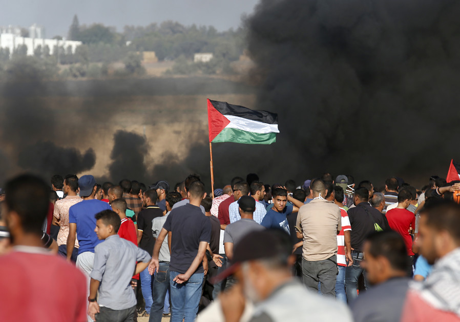 Gaza ceasefire ends flare-up, Palestinians resume protests