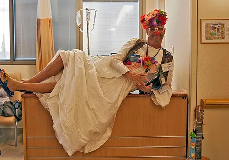 Healing with humor: Israeli medical clown spreads laughter in S. Africa