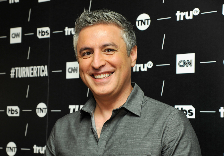 Shin Bet: U.S. author Reza Aslan was questioned, not threatened, at border