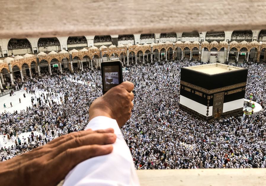 Repentant Muslims Gather On Mount Arafat For Hajj Climax Middle