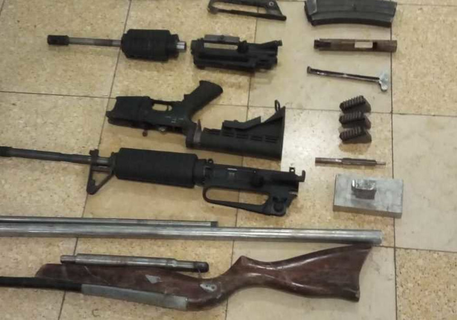 Police seize weapons in the village of Anata (August 26, 2018).