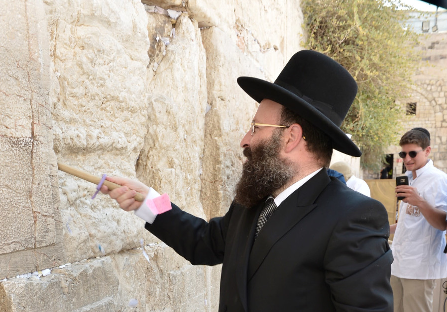 Notes to God emptied from the Western Wall (August 28, 2018).