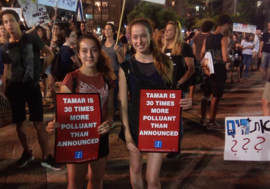 Thousands in Tel Aviv protest location of planned Israeli gas platform