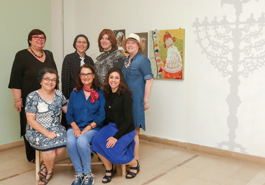 A group of Studia artists visit the Wolfson Museum of Jewish Art at Hechal Shlomo, where several pie