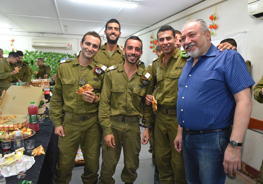 Defense Minister Liberman wishes IDF soldiers a happy new year