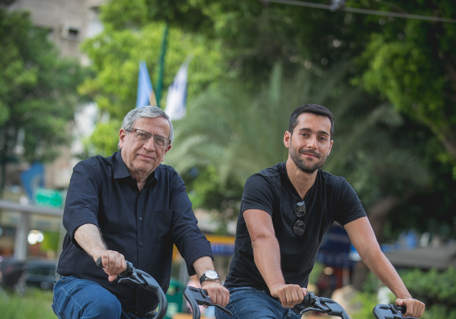 Ramat Gan mayor Yisrael Zinger and Head of Operations for Mobike Israel Liran Gilboa