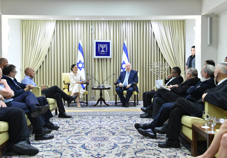 President Reuven Rivlin congratulates the Distinguished Fellows in Hebrew Law