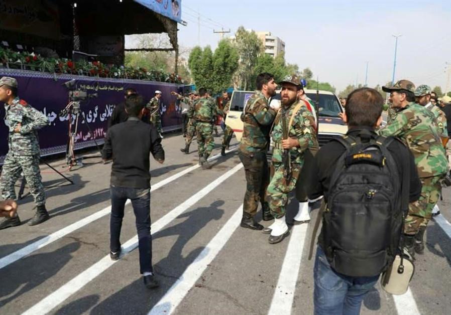 Una visión general del ataque durante el desfile militar en Ahvaz, Irán, 2018