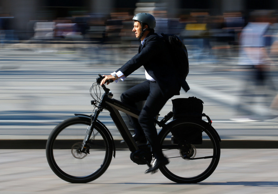 Police hand out 115 fines against electric bikers in Tel Aviv