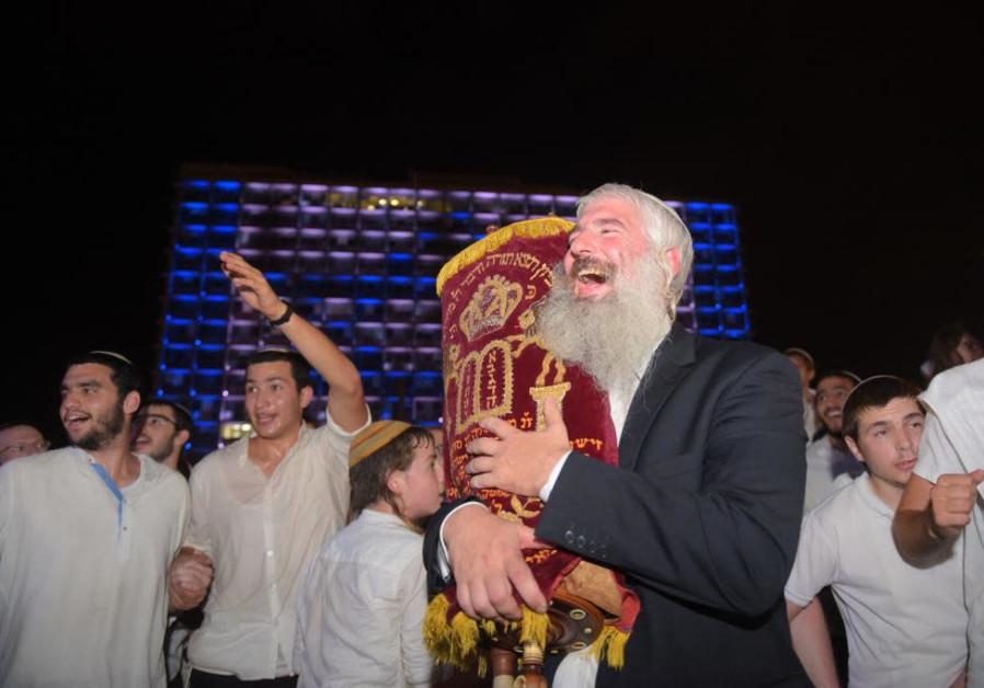 Celebration on Kikar Rabin for Simchat Torah, 2018.