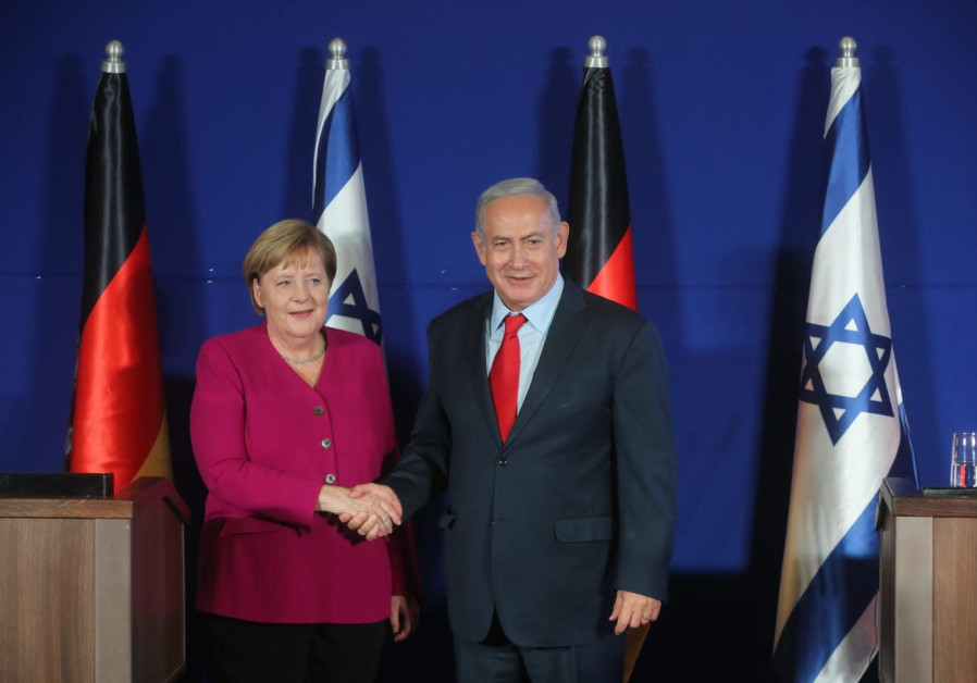 Prime Minister Benjamin Netanyahu (R) and German Chancellor Angela Merkel (L)