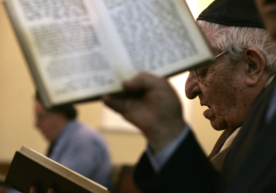 Moroccan Jewish pray at a synagogue in Tetouan, March 16, 2008.