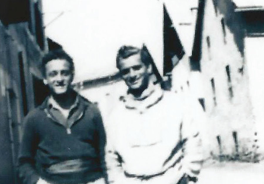Jacques Graubart (right) in 1941 with a comrade from the French underground outside the hotel where