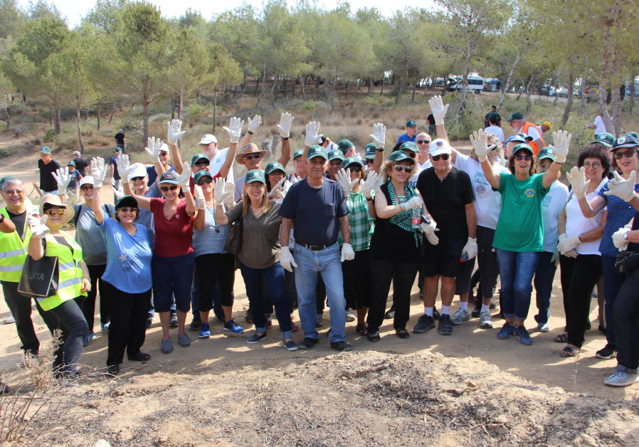 Lions Israel volunteers group photo in Be'eri Forest