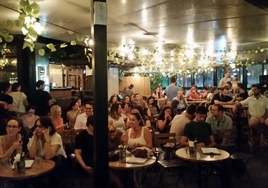 Immigrants hear Tel Aviv mayoral candidates at the city's Kanta bar