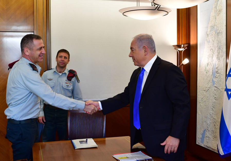 Maj.-Gen. Aviv Kochavi (L) shakes hands with Prime Minister Benjamin Netanyahu (R) during a meeting
