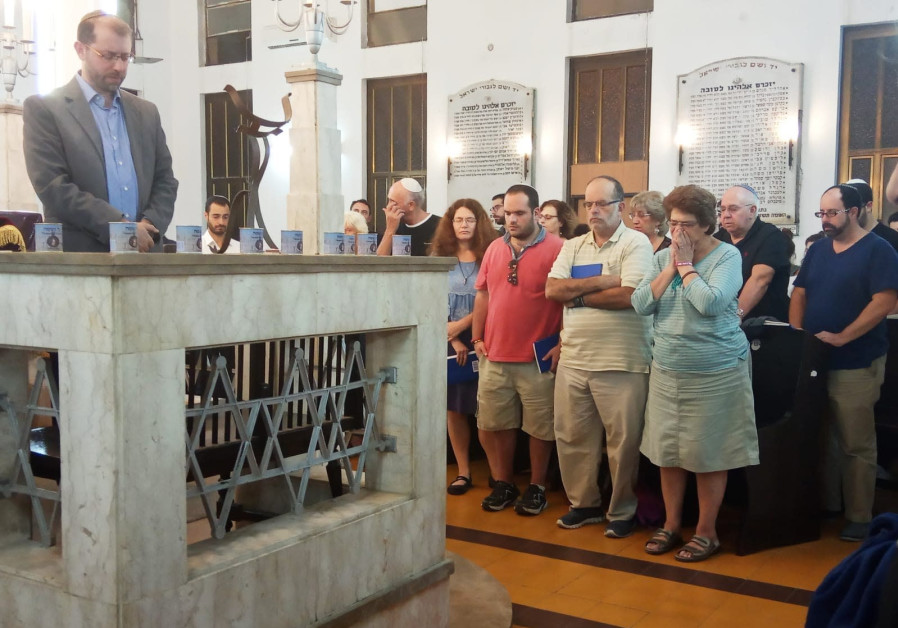 Dozens of people gathered at the Tel Aviv International Synagogue on September 29, 2018