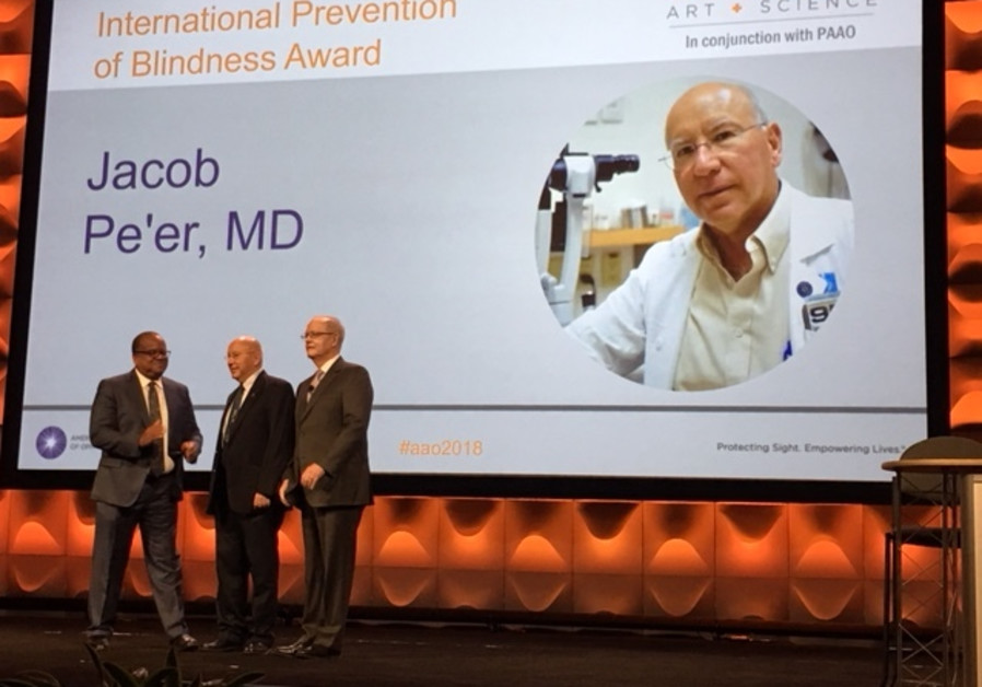 Professor Jacob Pe'er receiving ophthalmology award from  the American Academy of Ophthalmology.
