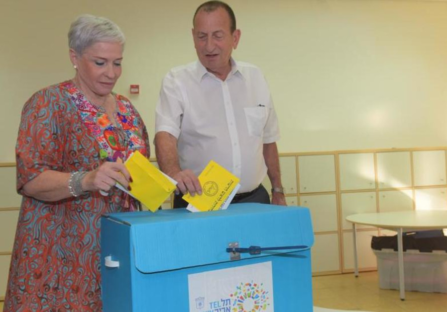 Incumbent Tel Aviv mayor and candidate Ron Huldai and his wife cast their votes