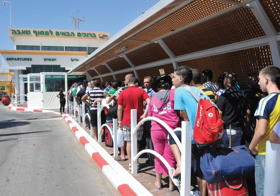 Israelis wait in line to go to Sinai through the Taba Crossing