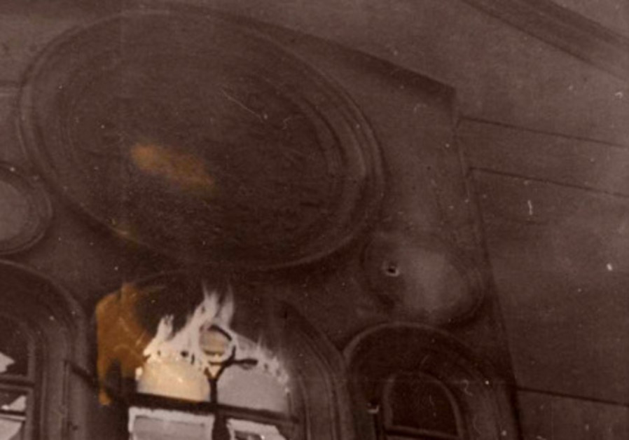 "The ""Kahal Adat Israel"" Synagogue, known as the Schiffschul, going up in flames during the Kristalln"