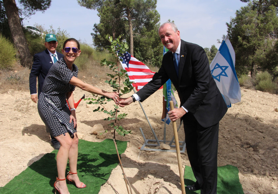 New Jersey governor plants a tree at Yad Kennedy