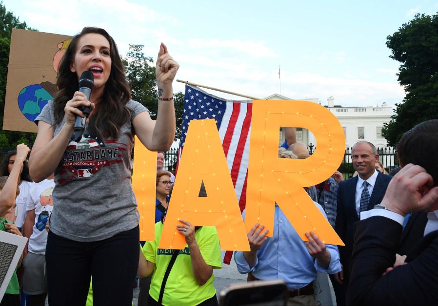 Alyssa Milano shows Farrakhan who's the boss, won't speak at women's rally
