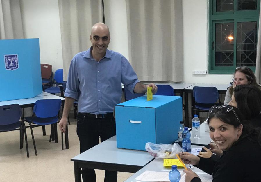 Candidate Ofer Cohen voting in Kfar Vradim.