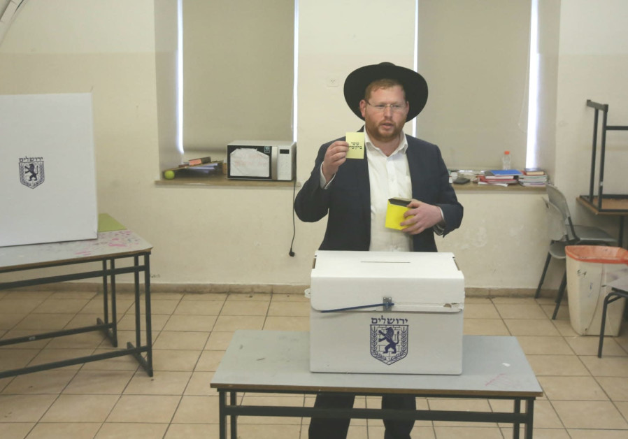 Haredi resident votes Ofer Berkovitch in Jerusalem election.