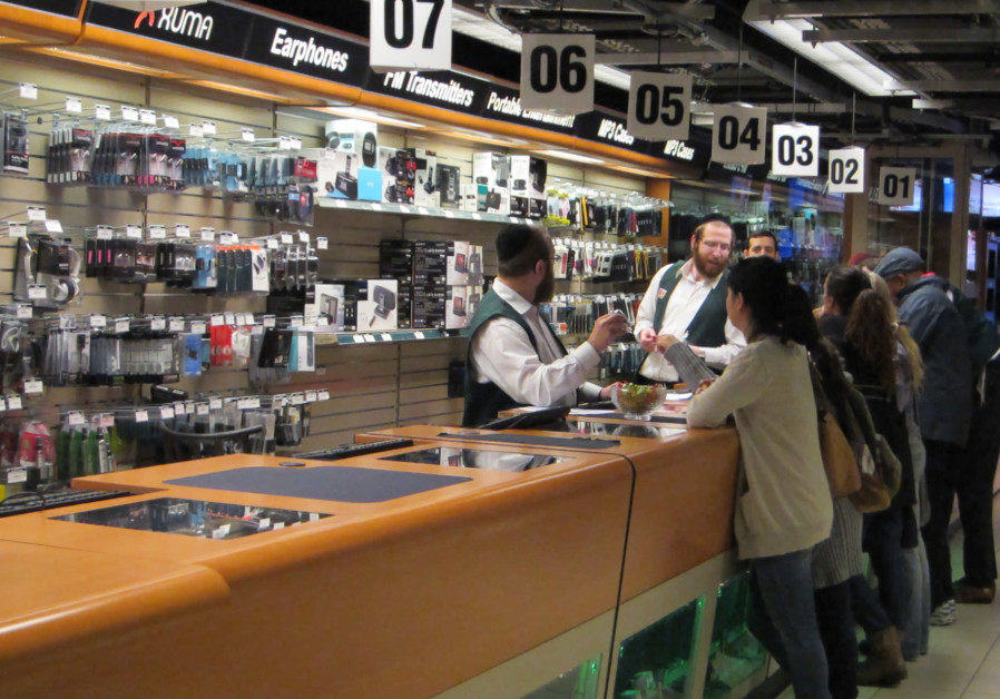 New lawsuit claims B&H discriminates against non-Jewish employees