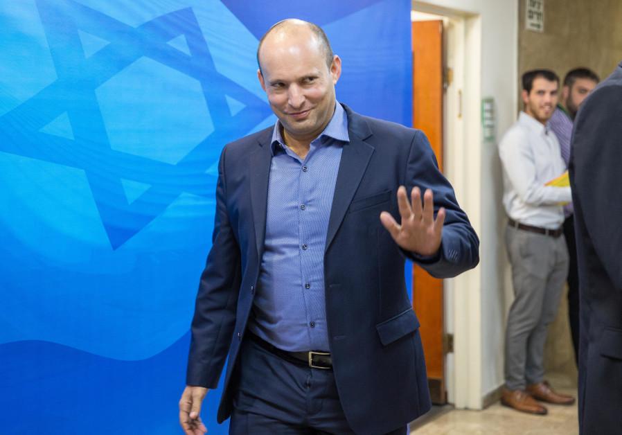 Naftali Bennett arrives at a weekly cabinet meeting, November 18, 2018