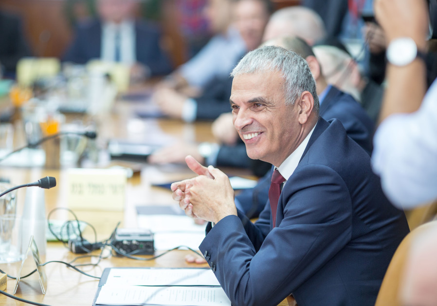 Moshe Kahlon at a weekly cabinet meeting, November 18, 2018