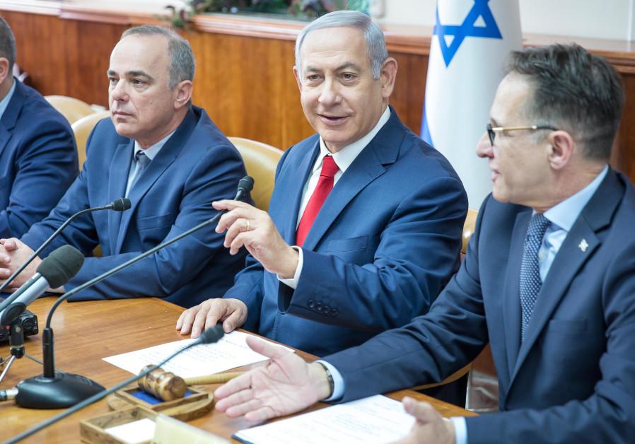 Prime Minister Benjamin Netanyahu at a weekly cabinet meeting, November 18, 2018
