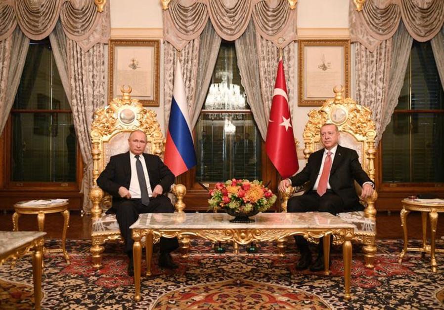 Russian President Vladimir Putin (L) meets with his Turkish counterpart Tayyip Erdogan in Istanbul