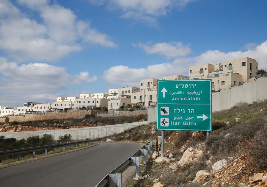 Man lightly injured in stabbing attack south of Jerusalem