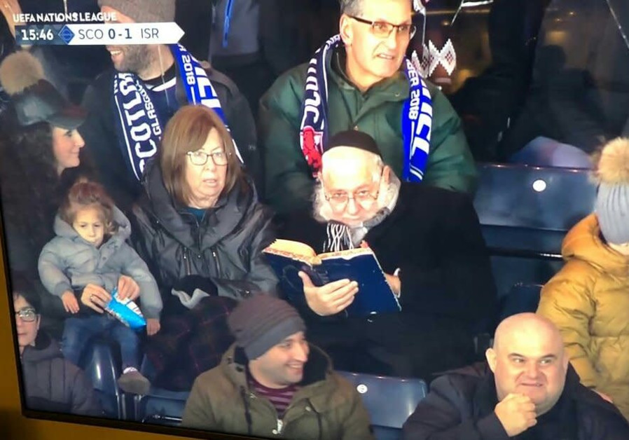 Rabbi studying during ISR-SCO game goes viral