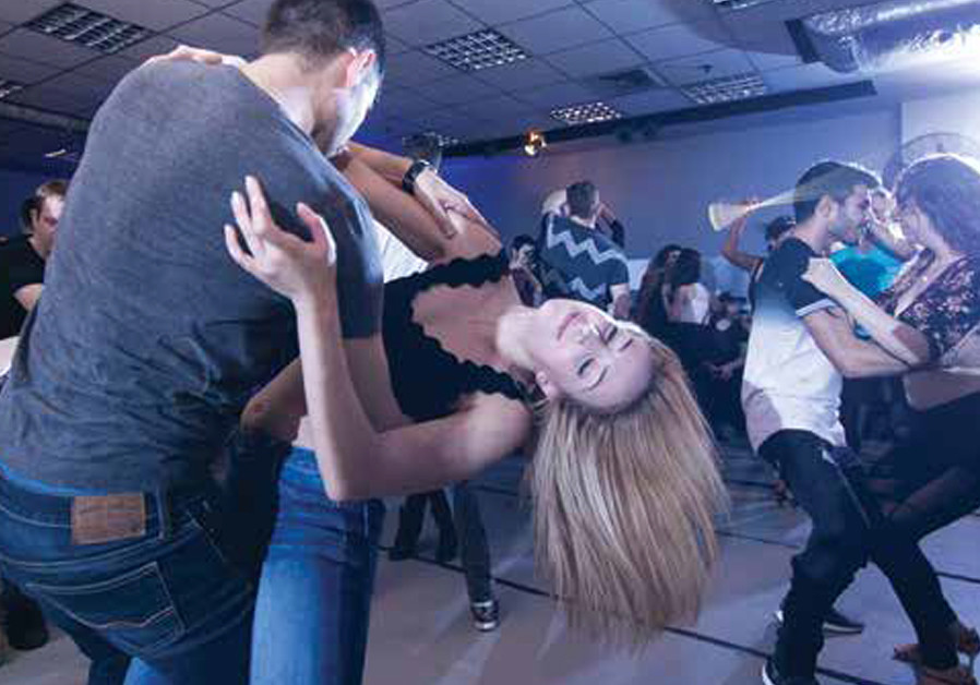Salsa: A spicy Israeli community straps on its dancing shoes
