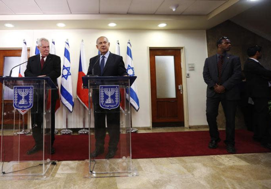 Le président de la République tchèque, Milos Zeman (à gauche), à côté du Premier ministre israélien Benjamin Netanyahu