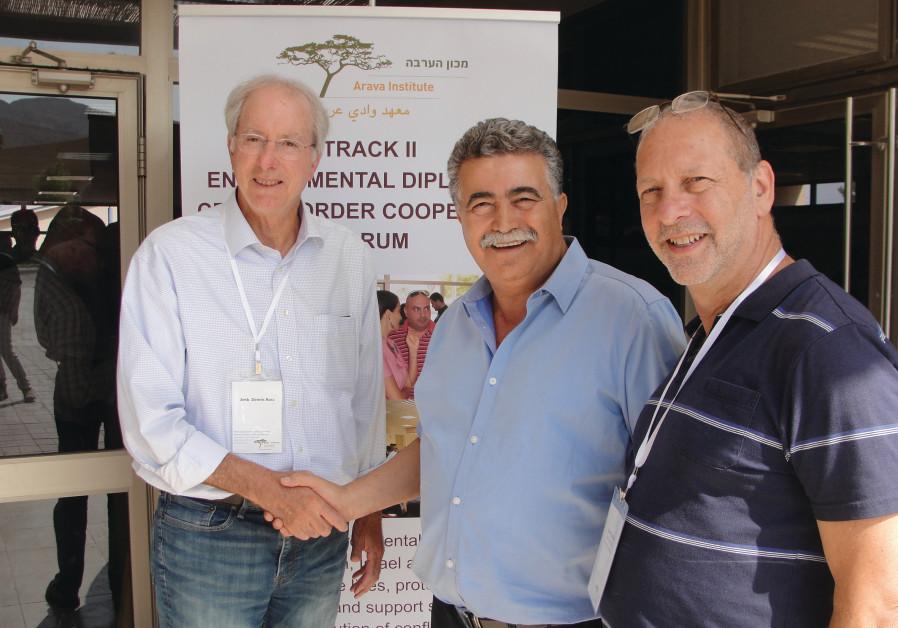 MK Amir Peretz (Zionist Union) with former US ambassador Dennis Ross (left) and David Lehrer